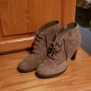 White Mountain ankle boots as 8.5